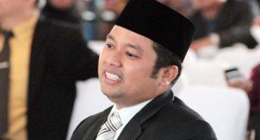 Alcalde en Indonesia afirma que las sopas instantaneas vuelven gays a los bebés