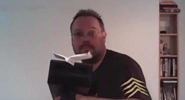 Genio inventa un cañón que dispara aviones de papel