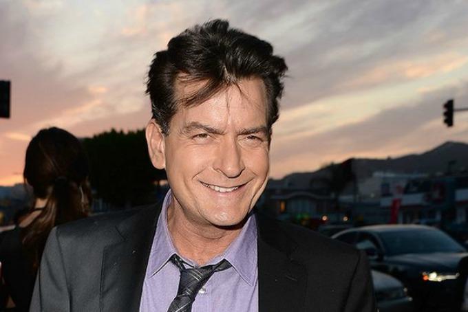 Charlie Sheen se inyectó sangre infectada con VIH y asegura que está curado