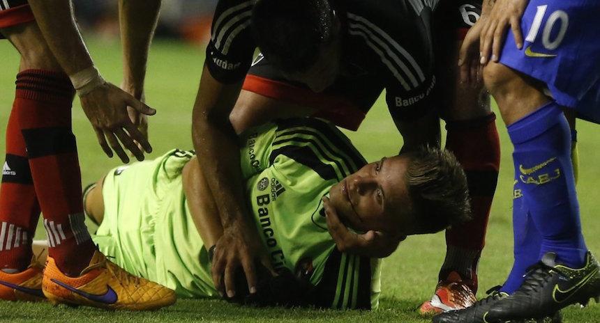 Carlos Tévez le rompió la mandíbula al portero de Newell's