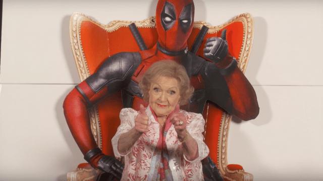 La abuelita favorita de todos Betty White, nos da su reseña de Deadpool