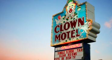 ¿Se hospedarían en este hotel con temática de payasos?