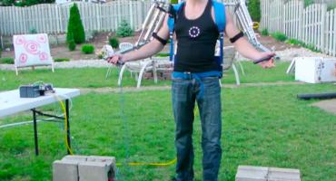 Iron man en la vida real: Un hombre construye un poderoso exoesqueleto mecánico