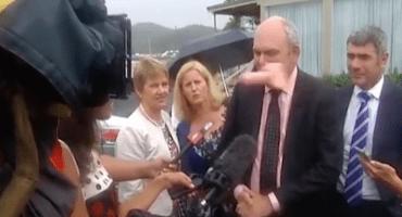 Arrojan dildo a boca de funcionario neozelandés, por