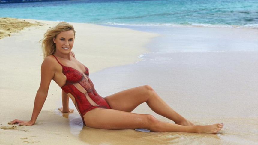 Chequen el bodypaint de Caroline Wozniacki para Sports Illustrated