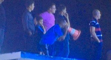 Expulsan a un entrenador y se pone a dirigir en el techo del estadio