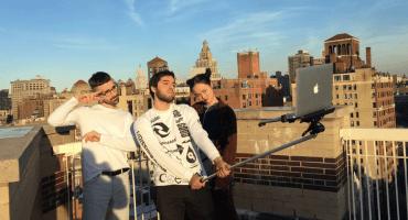 Mundo enfermo y triste: Les presentamos el selfie stick para Macbook