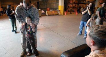 Marines de los EE. UU. enfrentan a sus mayores enemigos… ¡NIÑOS!