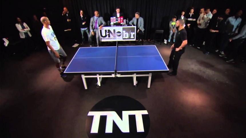 Ve el duelo de pin-pong entre Drake y el ex-jugador de la NBA Reggie Miller