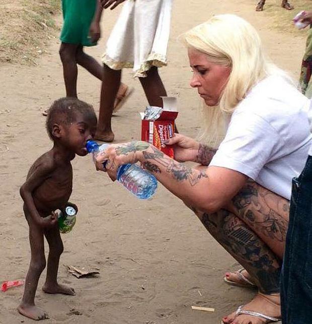 Y en la imagen del día: rescatan en Nigeria a niño acusado de ser