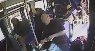 En pleno autobús, sujeto se da sobredosis de heroína... policía entra al rescate
