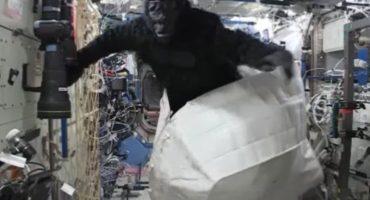 Hay un traje de gorila en la Estación Espacial Internacional porque claro que sí