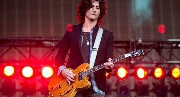 Nick Valensi de The Strokes por fin recupera su guitarra perdida