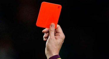 Un árbitro es asesinado por un jugador en plena cancha tras recibir tarjeta roja