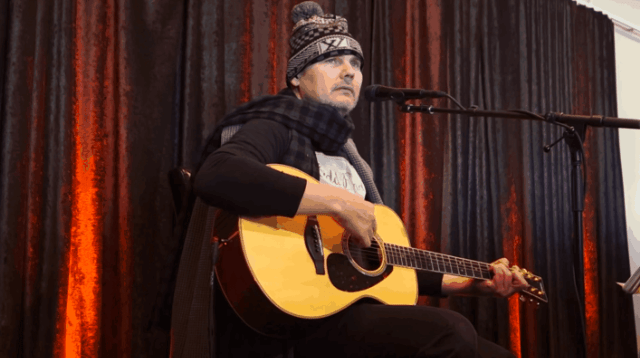 Video: Billy Corgan toca una nueva canción de The Smashing Pumpkins