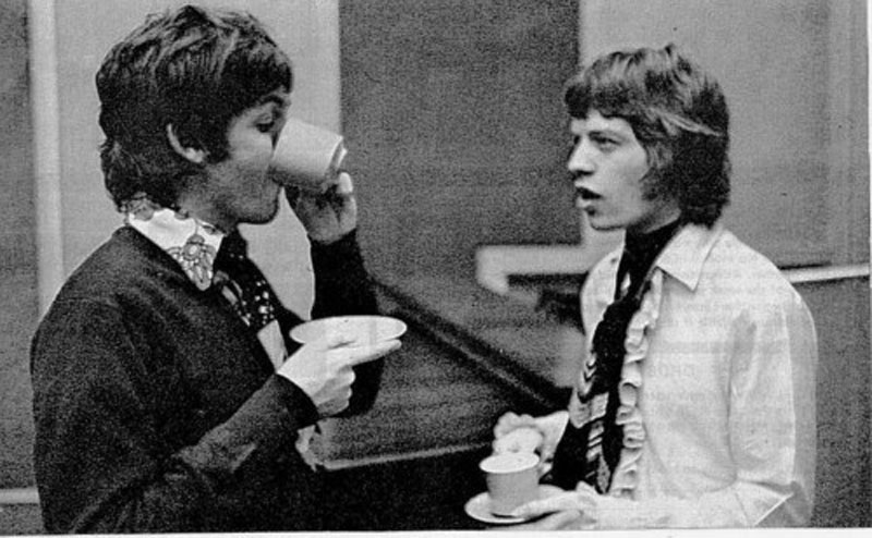 La realeza...  Sir James Paul McCartney Vs Sir Michael Philip  Jagger Paul-McCartney-Mick-Jagger
