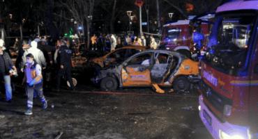 Explosión de auto bomba en Turquía causa la muerte de 34 personas