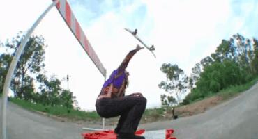 Este chico hace increíbles trucos en patineta como si fuera lo más fácil del mundo