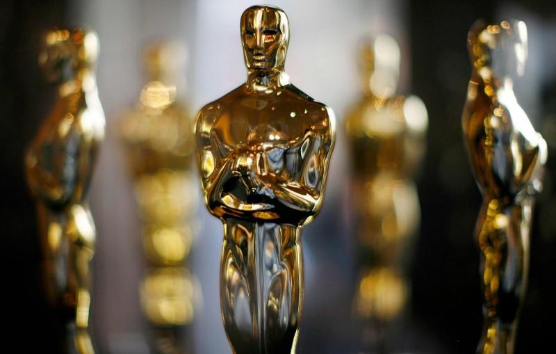 Esto es lo que pasa si quieres llevarte un premio Oscar en el avión