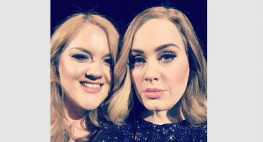 Adele invita a su doppelgänger a subir al escenario en pleno concierto