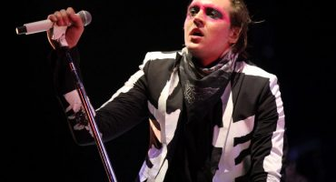 Win Butler de Arcade Fire coverea