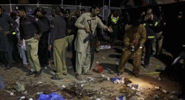 Ataque suicida en Pakistán deja 65 muertos y más de 300 heridos
