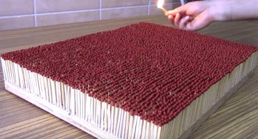 Nomás por cotorrear:  Así se ven 6 mil cerillos prendidos al mismo tiempo