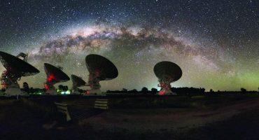 Astrónomos encuentran poderosa señal del espacio profundo… y no saben qué es