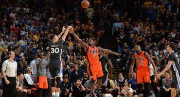 Así se ve el triple de Curry contra el Thunder en videojuego