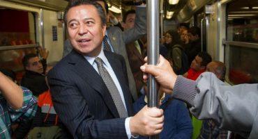 Lo que realmente muestran los políticos cuando se suben al metro