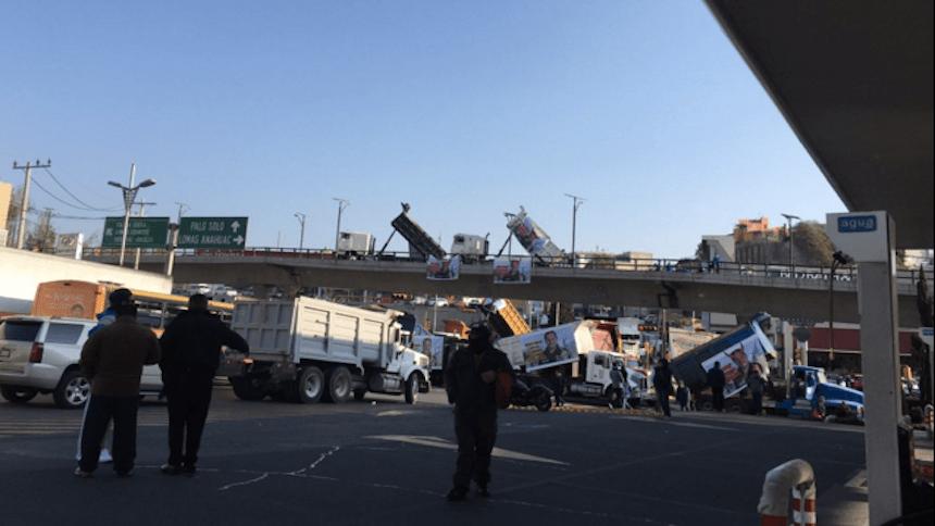 Caos vial en Interlomas por bloqueo de transportistas