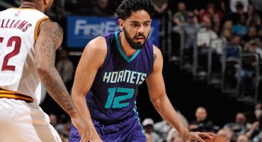 Jorge Gutiérrez se queda con los Hornets lo que resta de la temporada