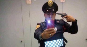 Policía se toma una selfie