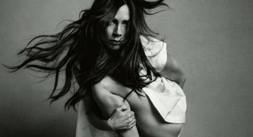 Epic fail! El photoshop de Victoria Beckham para Vogue
