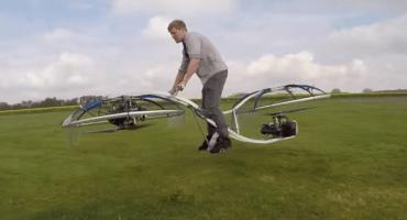 Genio fabrica una moto voladora que ¡de verdad funciona!