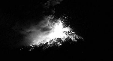 Explosión de Popocatépetl cubre de cenizas a Puebla y alerta a la ciudadanía