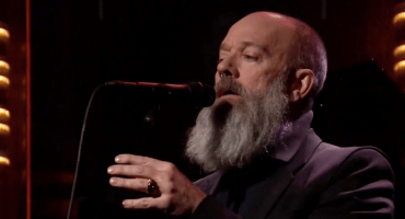 Michael Stipe comparte video de su homenaje a David Bowie