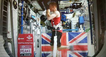 Corrió el Maratón de Londres... ¡desde el espacio!