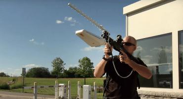 Dronedefender, un rifle que desactiva los drones a distancia