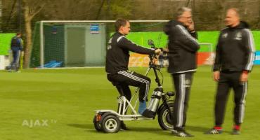 Así se mueve Frank de Boer en los entrenamientos tras su lesión