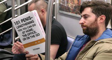 Este hombre se subió al metro con libros falsos para ver la reacción de las personas