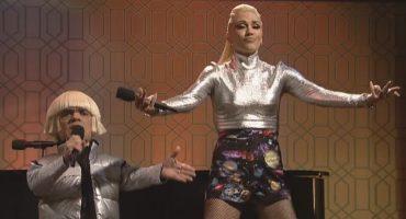 Miren a Gwen Stefani y a Peter Dinklage cantar juntos en Saturday Night Live