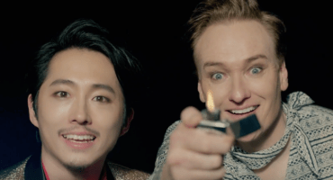 Ve a Conan O'Brien y 'Glenn' (de The Walking Dead) en un video de K-pop