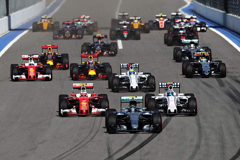 Checo Pérez suma sus primeros puntos de la temporada en el Gran Premio de Rusia