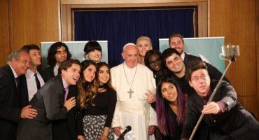 Papa Francisco se reúne con jóvenes Youtubers
