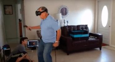 ¡No se pueden perder la reacción de este abuelito al probar un juego en VR!