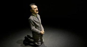 Subastan estatua de Hitler arrodillado... alcanza más de 17 mdd