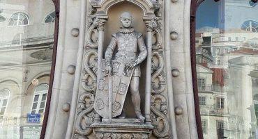 #EpicFail: Por tomarse una selfie destruye estatua de 125 años de antigüedad