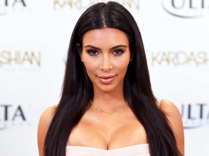 Kim Kardashian es víctima de asalto a punta de pistola... en su cuarto de hotel