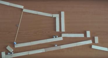 Video: El entretenido viaje de unas canicas a través de un laberinto